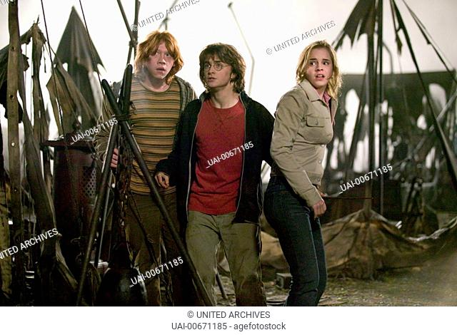 HARRY POTTER UND DER FEUERKELCH Harry Potter and the Goblet of Fire USA 2005 Mike Newell Ron Weasley (RUPERT GRINT), Harry Potter (DANIEL RADCLIFFE) and...