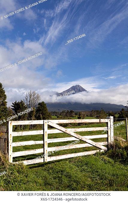 Mount Egmont or Taranaki, Egmont National Park, North Island, New Zealand