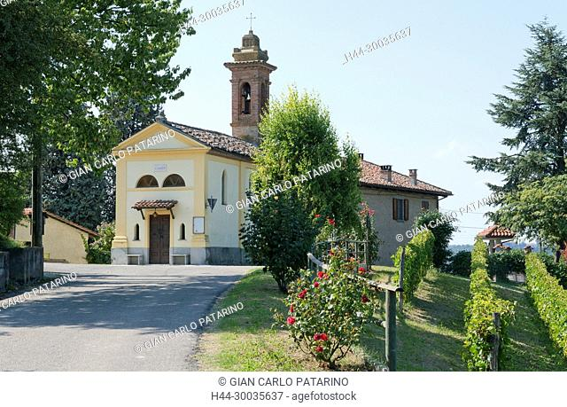 Italy, panorama of vineyards of Piedmont Langhe-Roero and Monferrato on the World Heritage List UNESCO. The rural sacred chapel of Santa Libera near Canelli...