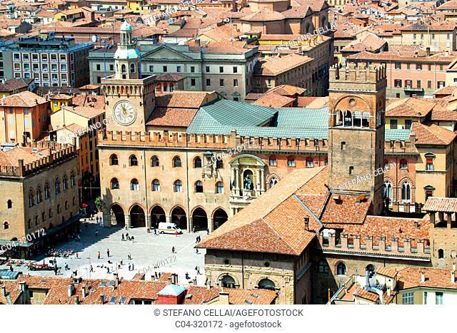 Piazza Maggiore (Main Square) and Palazzo Comunale (Town Hall). Bologna. Emilia-Romagna, Italy