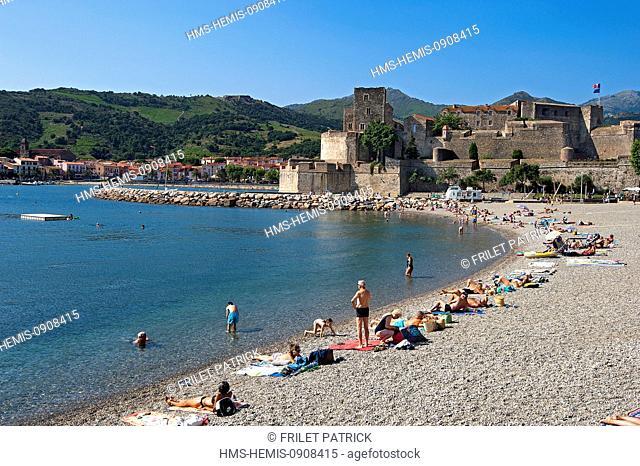 France, Pyrenees Orientales, Cote vermeille, Collioure, the Boramar beach and the Royal Castle
