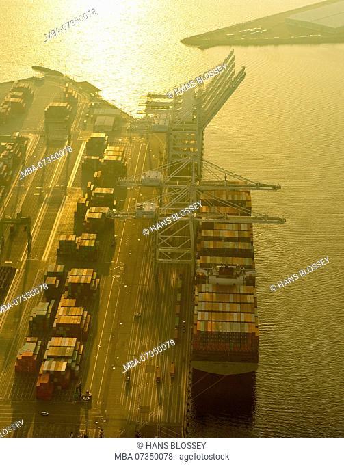 Container Harbor of Long Beach in Haze, Long Beach, Los Angeles County, California, USA