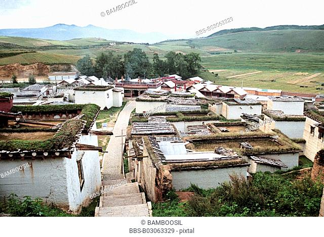 Elevated view of houses, Gedan Songzanlin Lamasery, Shangri-la County, Diqing Prefecture, Yunnan Province, People's Republic of China