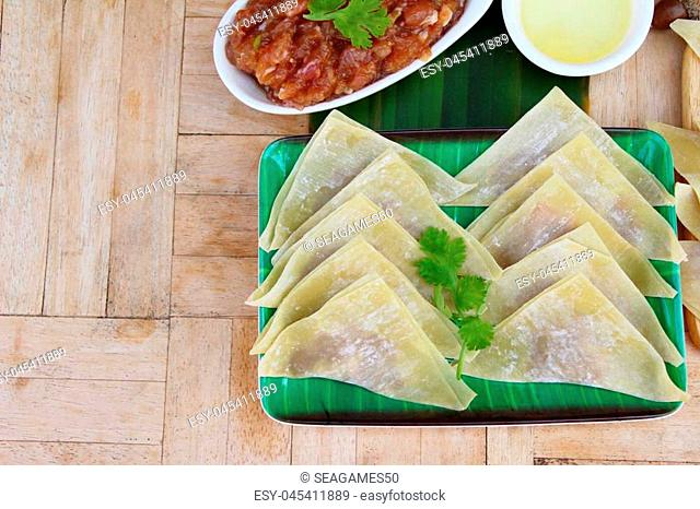 Wrap pork dumplings is delicious for cooking