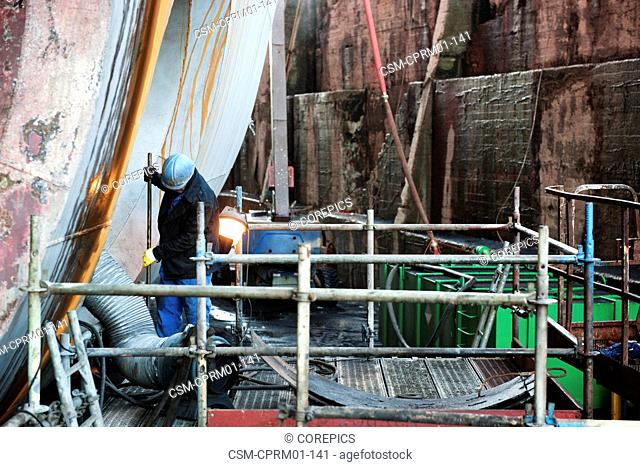 Reparation of the bow thrusters of an industrial supply vessel in a dry dock