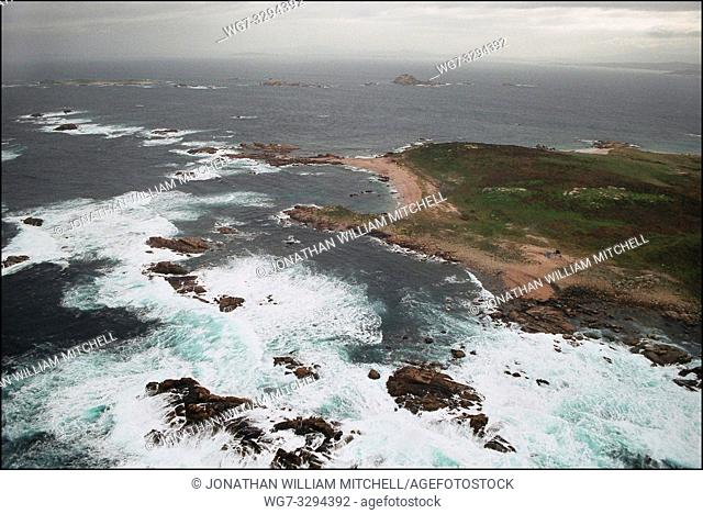 SPAIN Illa Salvora (Salvora Island) -- 15/12/2002 -- Aerial view of polluted coastline of Salvora Island off the Galician coast