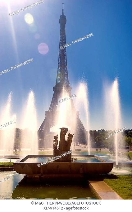 Eiffel tower and Fountains of the Trocadero Gardens, Paris, France