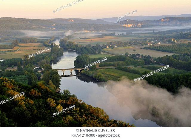 Panorama over the Dordogne River, Bastide of Domme, Domme, Dordogne, Perigord, France, Europe