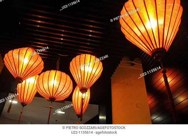 Singapore: lamps at Clarke Quay, along the Singapore river, nighttime