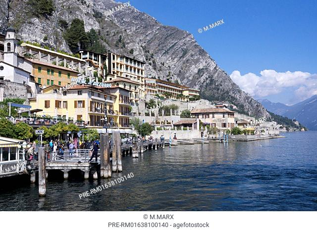Houses over the lake, Limone village, Lake Garda, Italy, Europe / Häuser am Hang über dem See, Limone, Gardasee, Italien, Europa