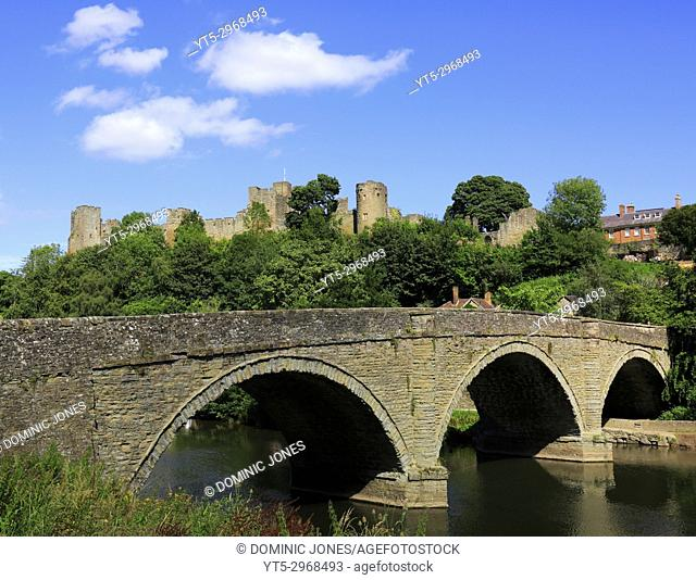 Dinham Bridge crosses the River Teme with Ludlow Castle int he background, Ludlow, Shropshire, England, Europe