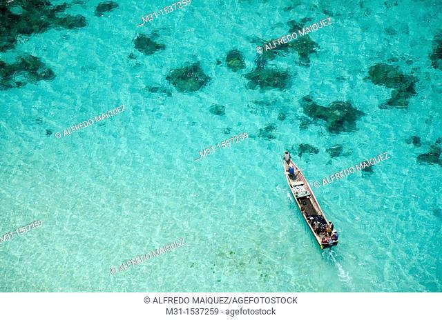 Kuna native fishermen in boat  San Blas archipelago, Caribbean, Panama, Central America