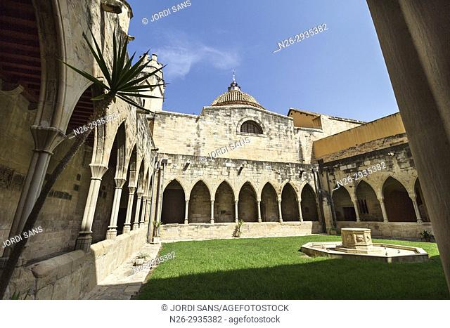 Santa Maria Cathedral. Tortosa. 1597. Gothic and baroque. Cloister