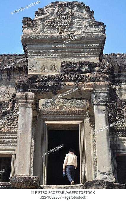 Angkor (Cambodia): one of the doors to the inner part of the Angkor Wat