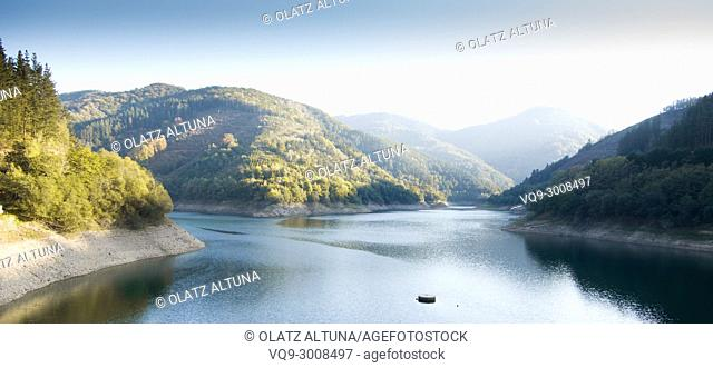 Embalse de Nuarbe reserovir, Gipuzkoa, Basque Conuntry Spain