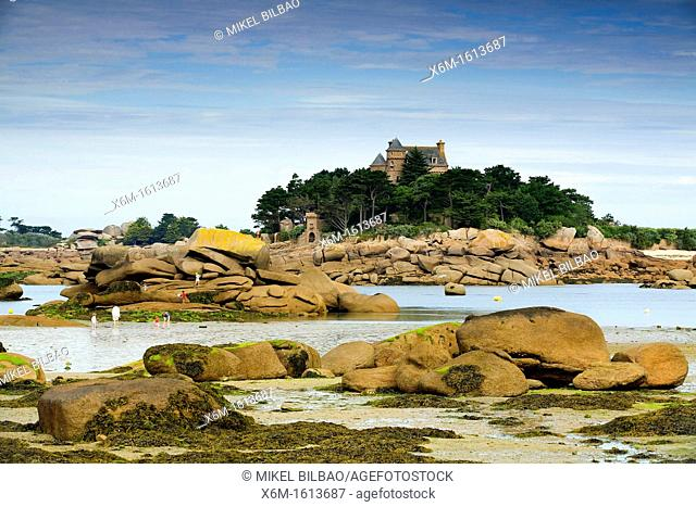 Rocky coast and a mansion Ploumanach  Pink granite coast  Perros-Guirec Breton: Perroz-Gireg is a commune in the Côtes-d'Armor department in Bretagne in...
