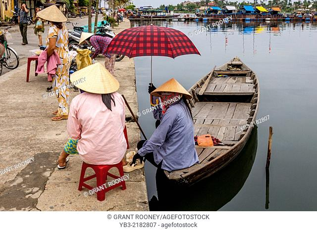Local Women Wait For Tourists To Take Out On River Boat Trips, Hoi An, Quang Nam Province, Vietnam