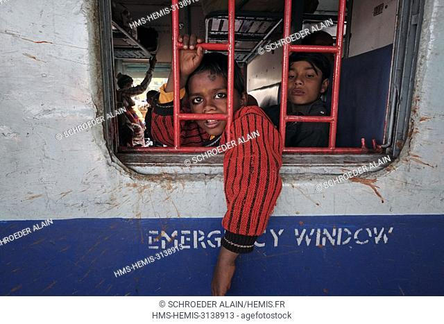 India, Madhya Pradesh State, Orchha, daily life on the train