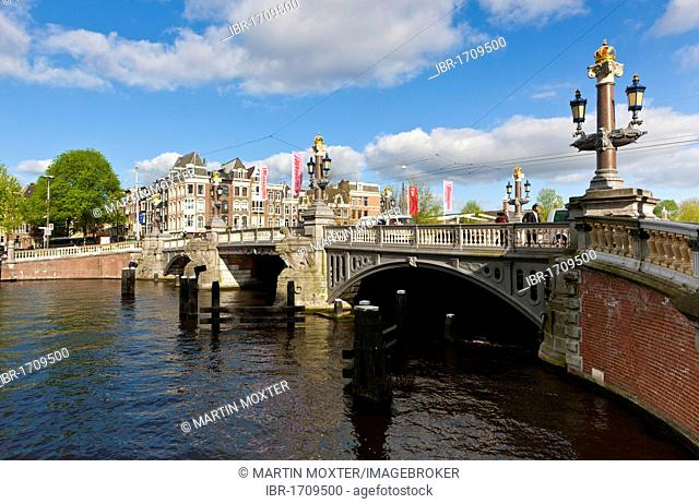 View of the Blauwbrug or Blue Bridge at the Nieuwe Heerengracht canal, Amsterdam, Holland, Netherlands, Europe