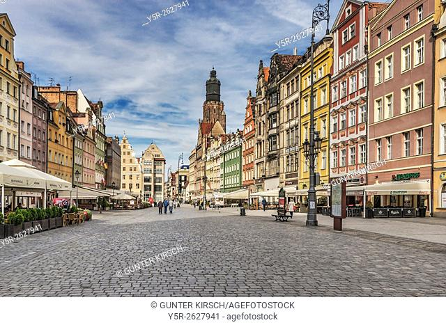 Rynek, farmers market at the North side of the Wroclaw market square and St. Elizabeth's Church, Wroclaw county, Voivodeship Lower Silesian, Poland, Europe