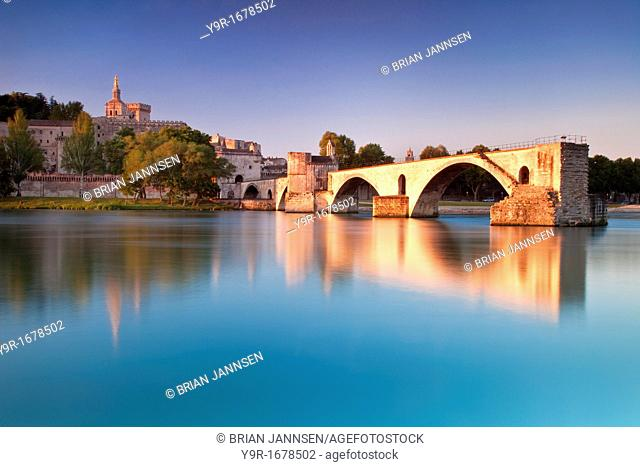 Sunrise over River Rhone with Pont St Benezet and Palais des Papes beyond, Avignon, Provence France