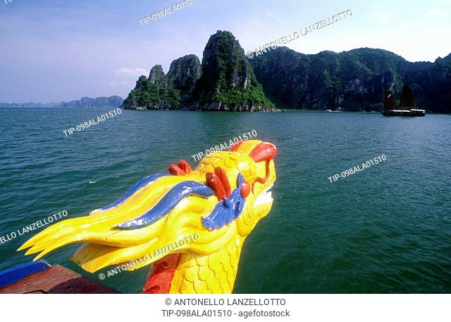Asia, Vietnam, Quang Ninh province, Halong Bay, limestone monolithic islands, Unesco World Hertitage site