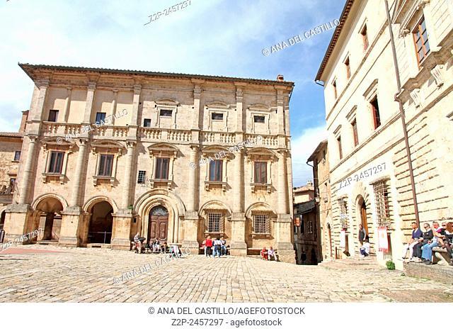 Piazza Grande at the top of Montepulciano, Tuscany, Italy. Palazzo Nobili Tarugi