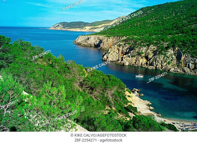 Cala d'en Serra is a beautiful beach local to San Juan. It is a small secluded bay with a bar selling traditional Spanish Tapas