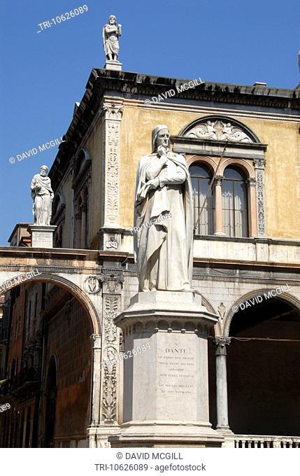 Dante statue, Piazza dei Signori, Verona