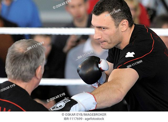 Press conference for the two opponents in the WBC Heavyweight championship bout on 21.3.09, Vitali Klitschko and Juan Carlo Gomez, Mercedes Center