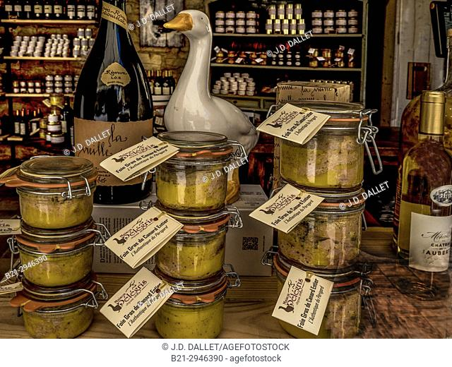 "France, Nouvelle Aquitaine, Dordogne, """"Foie Gras"""", """"Mombazillac"""" wine, Chestnuts liquor,.... in a shop at Sarlat"
