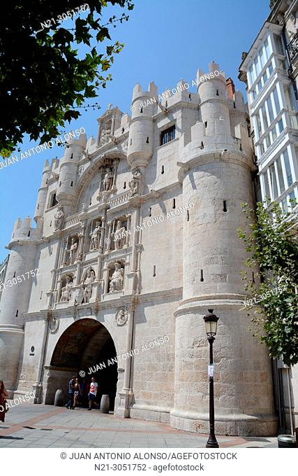 Arco de Santa María, one of the twelve medieval gates the city had in the middle ages. Burgos, Castilla y León, Spain