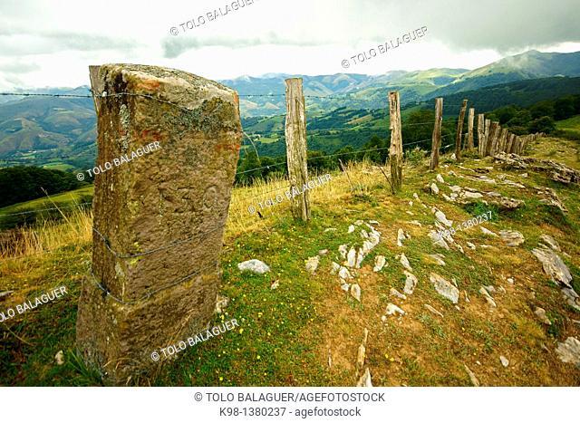 Collado de Arlutxe, GR11 long distance footpath, Baztan Navarra Pyrenees Mountains Spain
