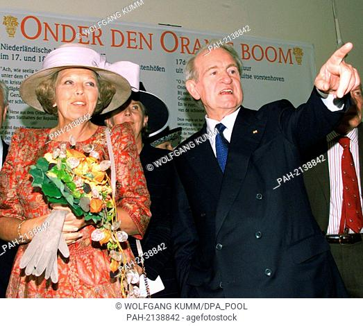 The Dutch queen Beatrix and Federal president Johannes Rau look at the Oranje ancestral chart, Oranienburg Palace, pictured on 14th August 1999