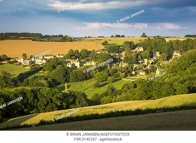 Setting sunlight over village of Snowshill, the Cotswolds, Gloucestershire, England