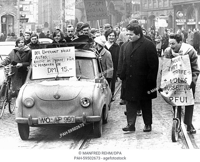 Around 200 students demonstrate on 20 January 1966 in Frankfurt - West Germany - for a rise of social benefits for students. | usage worldwide