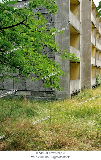 Germany, Brandenburg, Wustermark, Olympic village 1936, facade of decaying concrete tower block