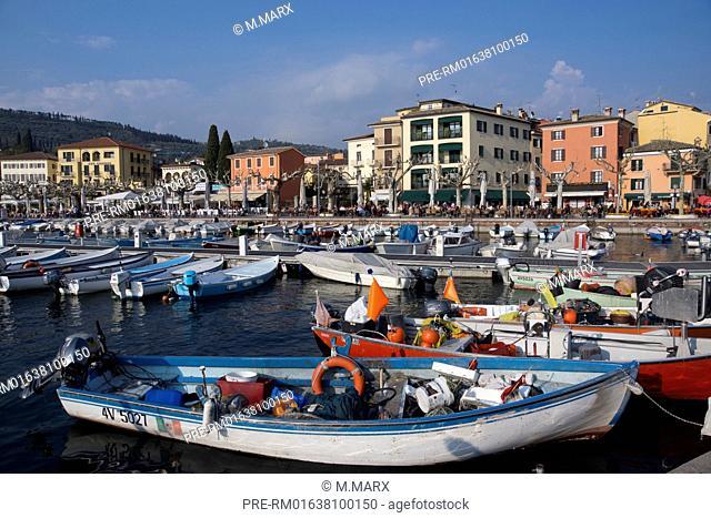 Fishing boats in the harbour of Garda village, Lake Garda, Italy, Europe / Fischerboote im Hafen von Garda, Gardasee, Italien, Europa