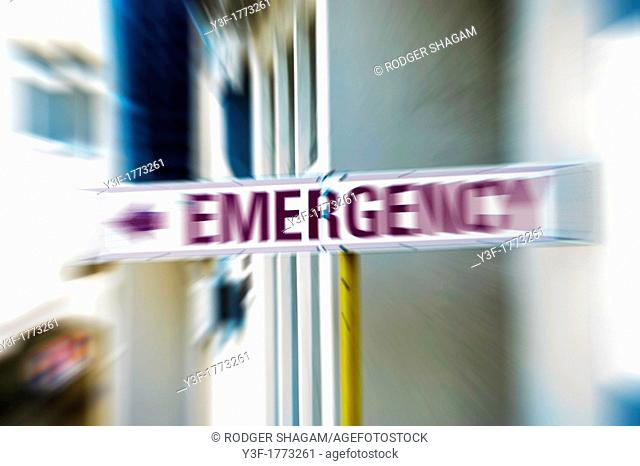 An emergency directional sign at a hospital with zoom effetc