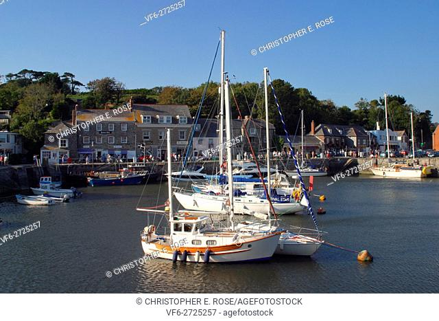 England, Cornwall, Padstow, Harbour scene