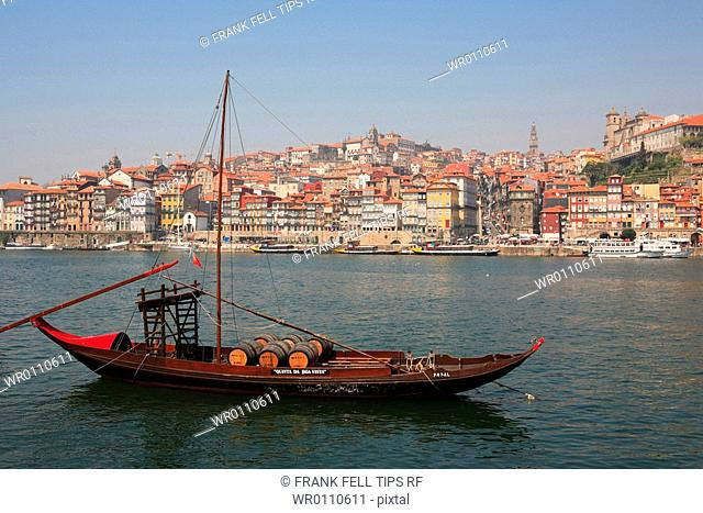 Portugal, Oporto, Old Town and river boats