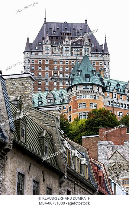 Old lane of the Lower Town (Basse-Ville) with fortress and the Château Frontenac of Québec City