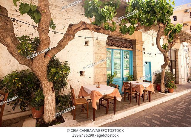 Open-air restaurant in town center, Agios Nikolaos, Crete, Greek Islands, Greece, Europe
