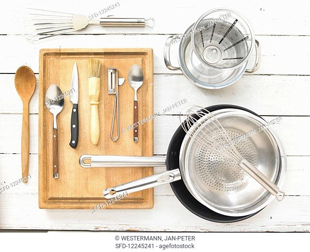 Kitchen utensils for the preparation of pancakes with vegetable ragout
