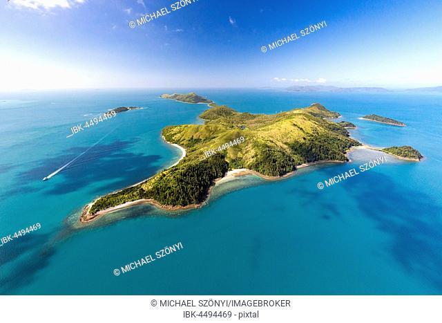 South Molle Island, behind Island Daydream, Whitsunday Islands, Queensland, Australia