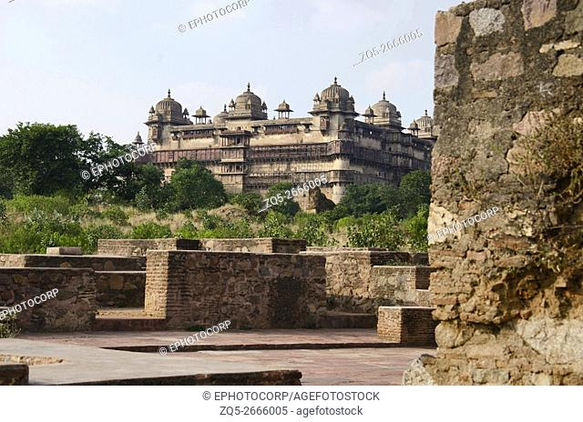 Ruins of old buildings and exterior view of Jahangir Mahal, palace built by Bir Singh Deo in 1605 for the Mughal Emperor Jahangir, Madhya Pradesh, India