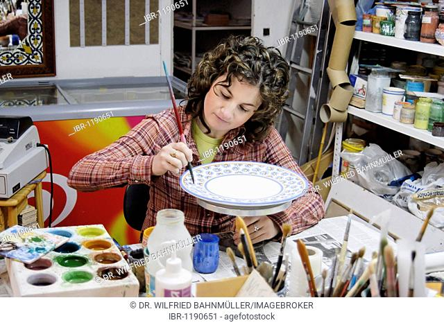 Ceramic painter Maria Jose Vidal Heds in the Galerie de Arte San Pedro, Arcos de la Frontera, Andalusia, Spain, Europe