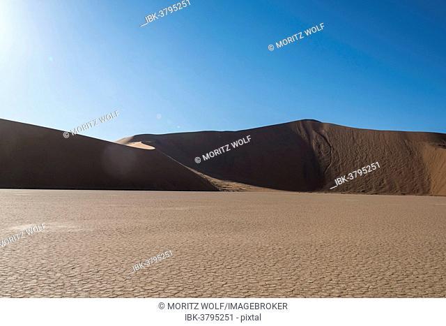 Salt and clay pan, Deadvlei, Sossusvlei, Namib Desert, Namibia