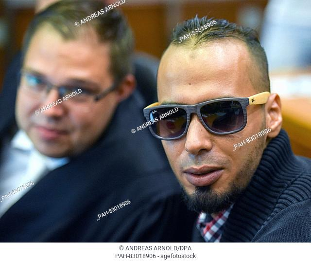 The accused Abdelkarim E. (r) sits in the courtroom of the higher regional court next to his lawyer Hartmut Fritz (back, blurred) before the start of the trial...