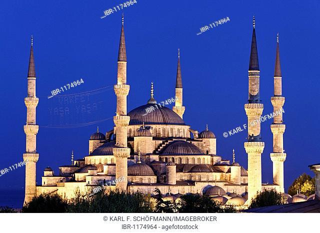 Illuminated Blue Mosque, Sultan Ahmet Camii, Sultanahmet, Istanbul, Turkey